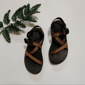 Tan/brown womens size 7 chacos
